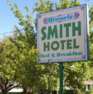Smith Hotel Sign
